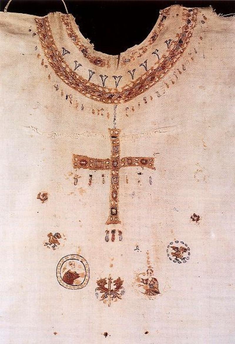 Détail de l'encolure de la chasuble» de la reine Bathilde, veuve de Clovis II, fondatrice de l'abbaye de Chelles († vers 680).