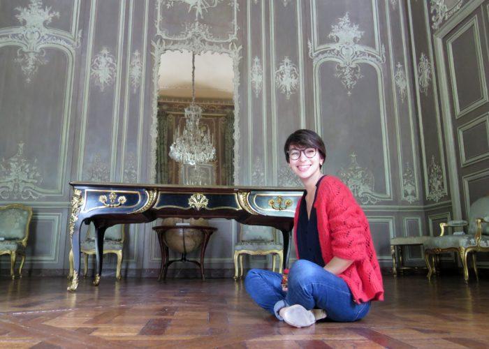 Louisa Torres dans le Salon de Musique de la Bibliothèque de l'Arsenal