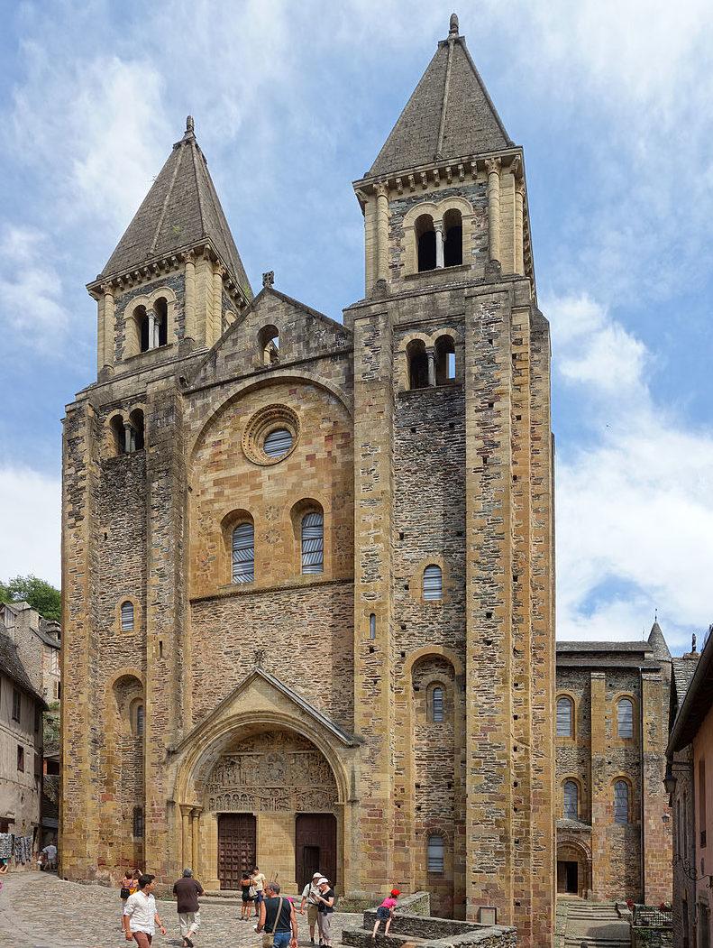 Façade de l'Abbatiale Sainte-Foy de Conques.