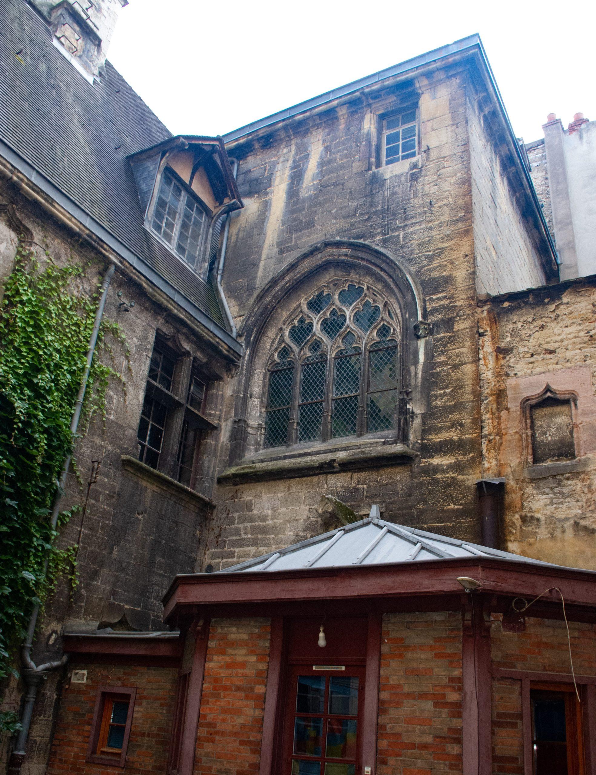 Hôtel Chambellan de Dijon vu depuis une cour privée