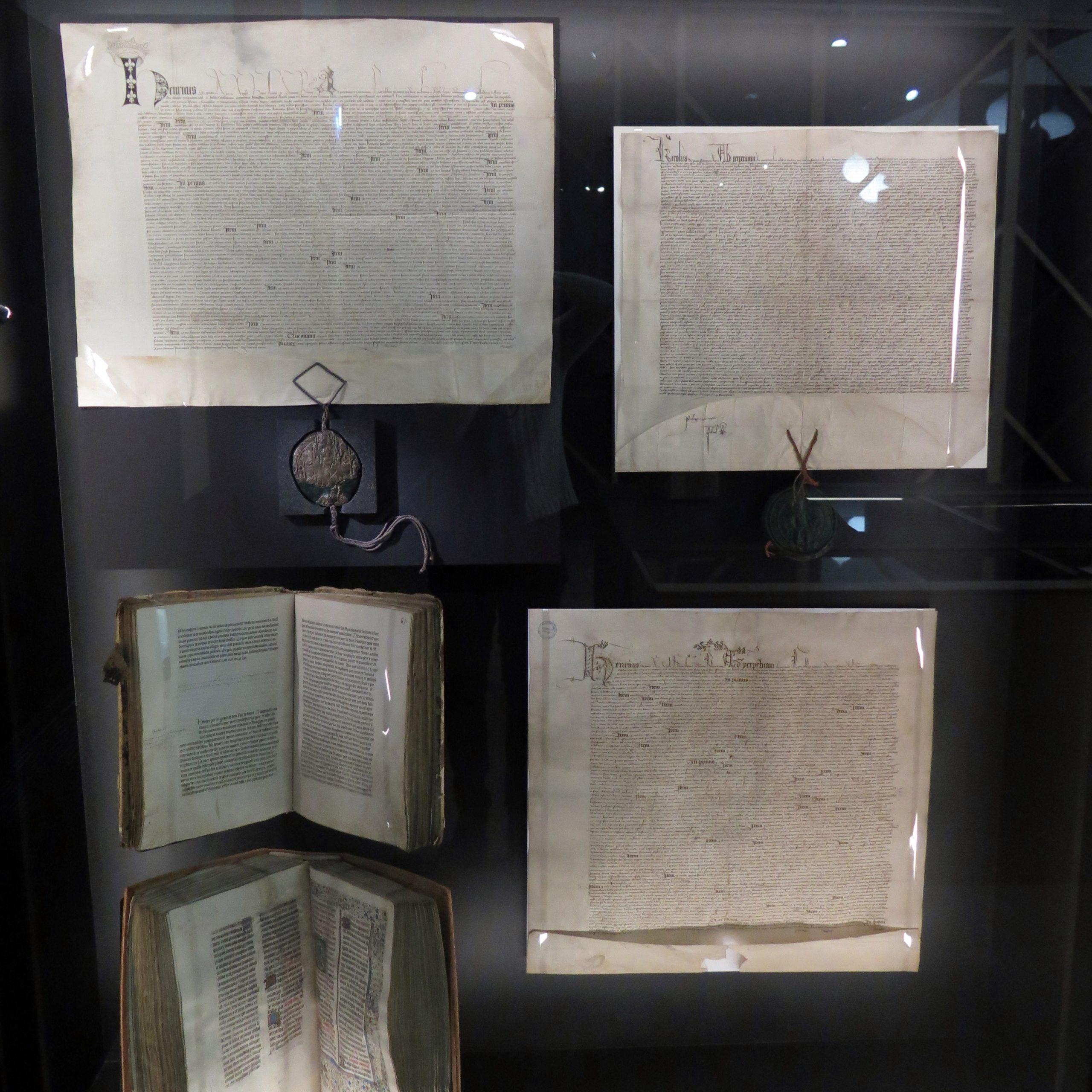 Les trois versions manuscrits du traité de Troyes (© Fanny Cohen Moreau)