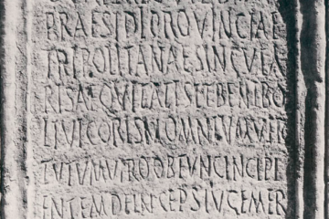 Figure 1 : Inscription honorifique pour le patron Caius Valerius Vibianus, 303. Ward-Perkins Archive, BSR (Sopr. CLM 755)