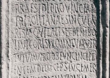 Figure 1 : Inscription honorifique pour le patron Caius Valerius Vibianus, 303. Ward-Perkins Archive, BSR (Sopr. CLM 755)