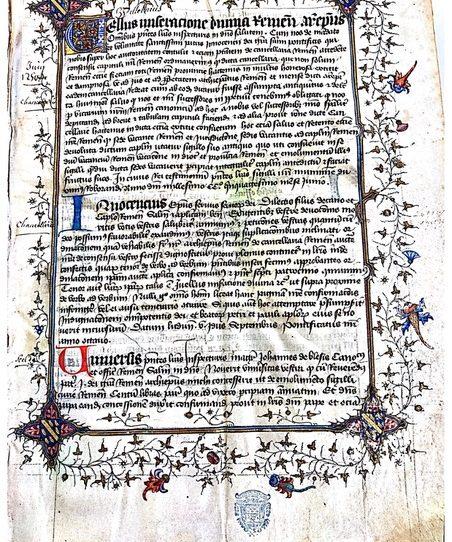 Source : Archives départementales de la Marne (AD51), Reims, 2G 1655 (cliché personnel) Premier folio richement décoré du cartulaire E du chapitre et contenant les armes de l'archevêque de Reims, Simon de Cramaud. Manifestement copié en plusieurs temps du XIIIe au XVe siècles, ce codex a appartenu à l'archevêque Simon de Cramaud, ce qui en fait un témoin de relations directes entre le chapitre et l'archevêque, y compris sur le plan archivistique.