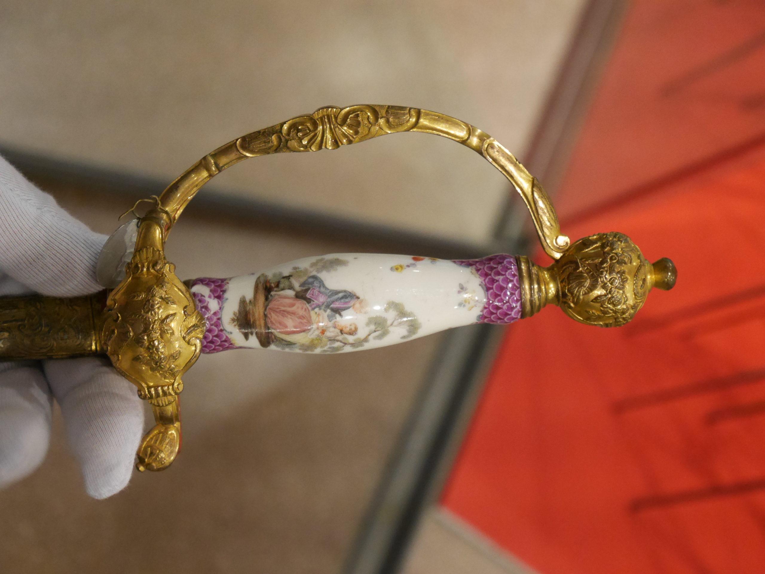 épée de cour à poignée de porcelaine, Allemagne, vers 1750, Paris, Musée de l'Armée copyright Simon Colombo